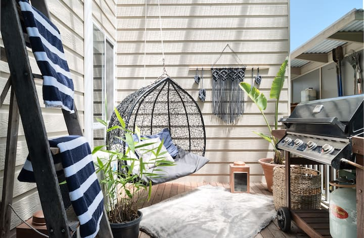 "5 mins to Hyams Beach-""Hygge53"" Garden flat"
