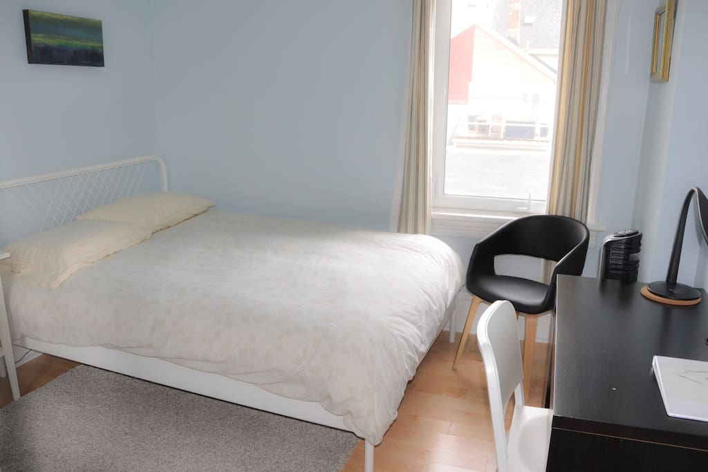 Cozy sunny room in queen west case in affitto a toronto for Piani casa ontario