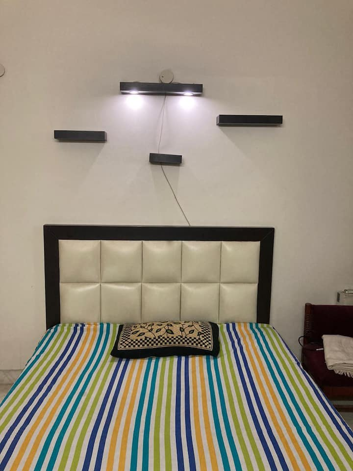 1 private room near saket metro, 10 mins walk