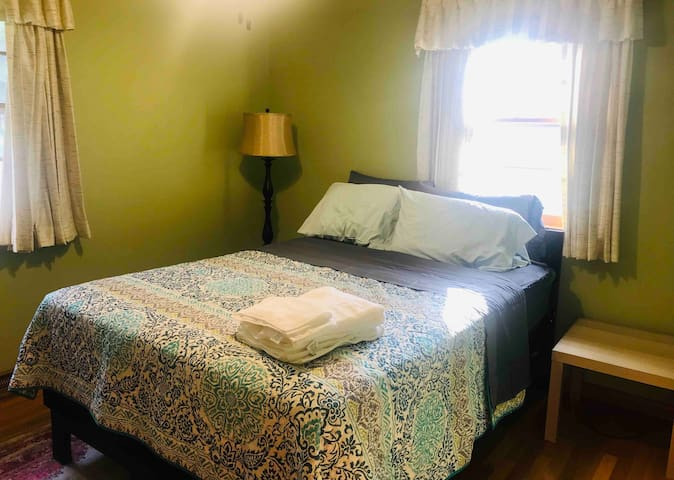 Comfortable queen bed - Free Parking Room #2