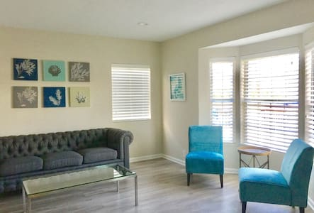 5 STAR AIRBNB HOST - minutes to LAX - Inglewood