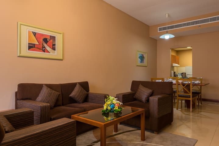 Grand Square Stay - Luxurious 1 Bed Room Apartment