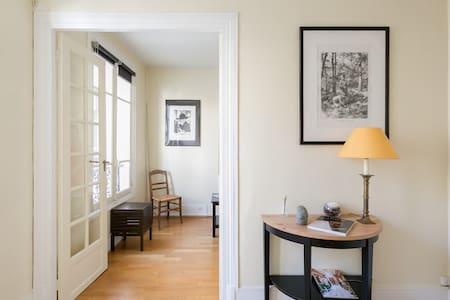 Cosy studio near the Eiffel Tower - Rue Cler - París - Departamento