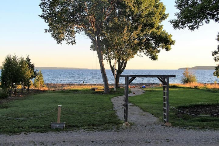 Island View Waterfront Cottage at Big Bay! - Wiarton - Blockhütte
