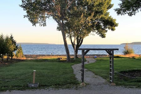 Island View Waterfront Cottage at Big Bay! - Wiarton - Chalet