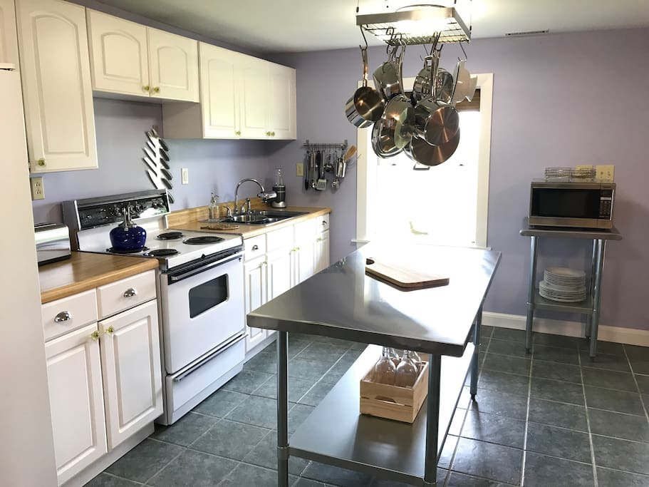 Fully equipped kitchen (downstairs)