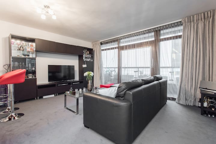 Lovely private room in modern flat! - London - Apartment