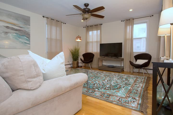Beautiful,2 BR,close to Fenway,public T, parkng
