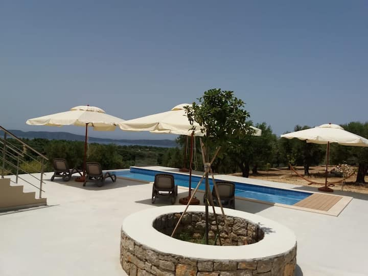 Villa Peloponnese with pool and fantastic sea view