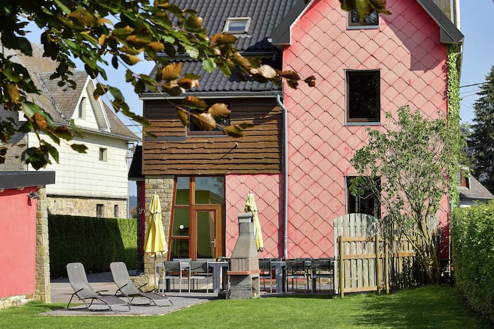 Geräumige Villa mit Sauna in Sourbrodt