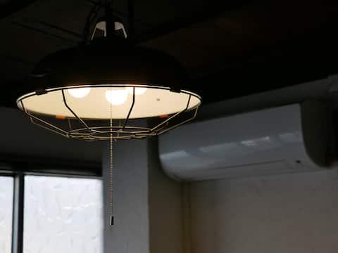『和』の雰囲気を重んじたベッドスタイルのお部屋。関空・なんば直通の好立地。