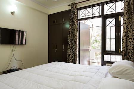 Private Room in 4BHK Dwarka - New Delhi  - Apartment
