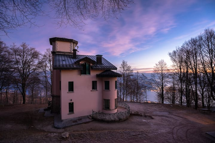 Villa con vista sul Lago Maggiore.