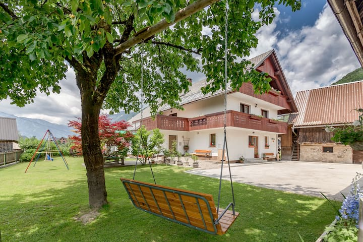 House Jakovc: Amazing Family Retreat