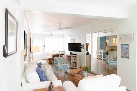 Adorable Beach House, Newly Renovated, Sea Beach!