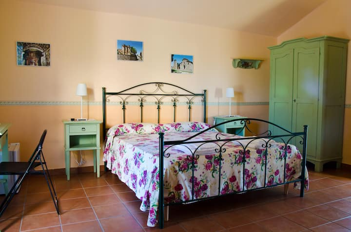 Pathirion b&b-Pollino room