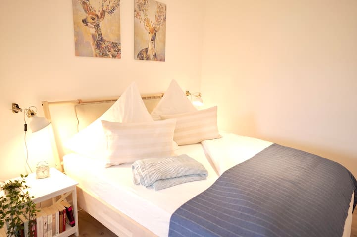 Das gemütliche Doppelbett (160x200cm) bietet ausreichend Platz für zwei Personen