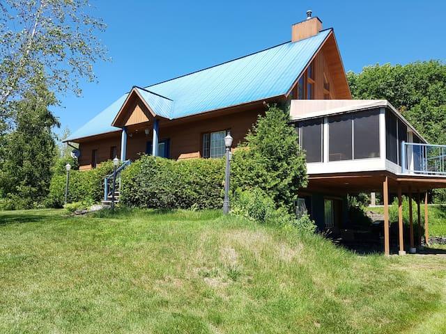 Cottage luxueux dans Laurentides / Au bord du lac