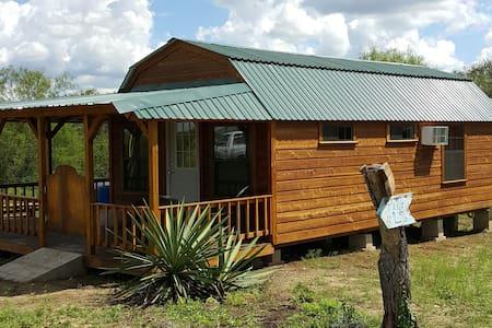 Picaranch Cabin The Texas Bunk House: Rugged&Texan