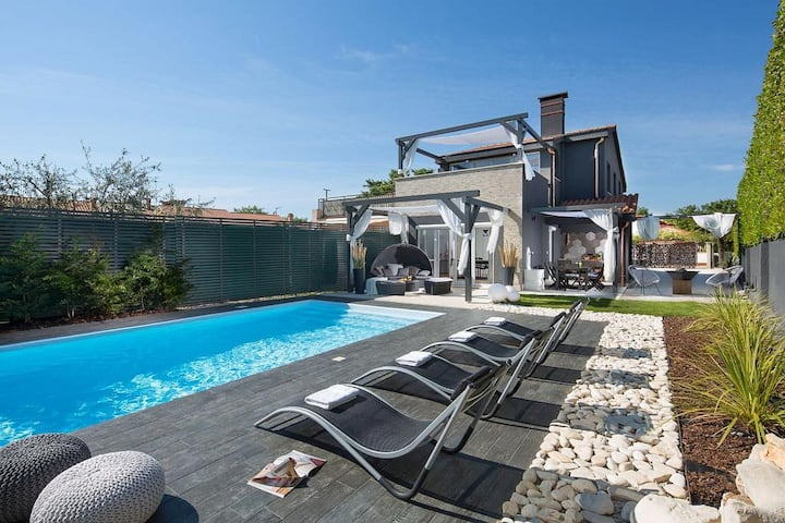 Villa Evita with pool for 8 persons