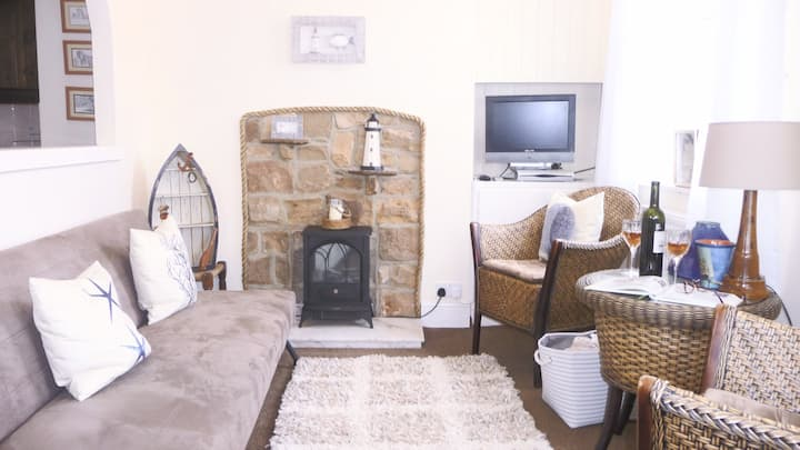 Cosy Kika's cottage in the heart of old Whitby