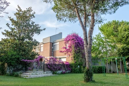 b & b in a villa in the green ( brown room) - Citta' Sant'Angelo