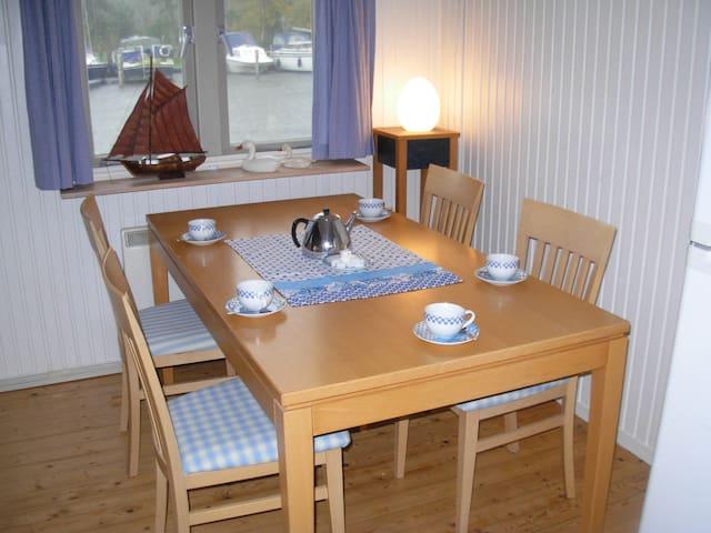 """Huis & privé eiland """"Tuutze"""" Loosdrechtse Plassen - Loosdrechtse Plassen - Cabana"""