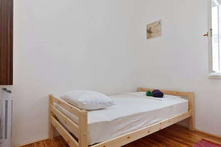 Suzaba Budget room for Single Travellers - Split