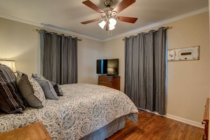 Queen size bedroom with smart tv, cable, Netflix, Hulu Plus, and Blue Ray DVD player.