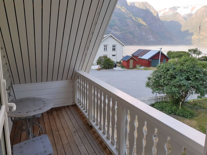 Epleblomst - leilighet m fjordutsikt fra balkongen