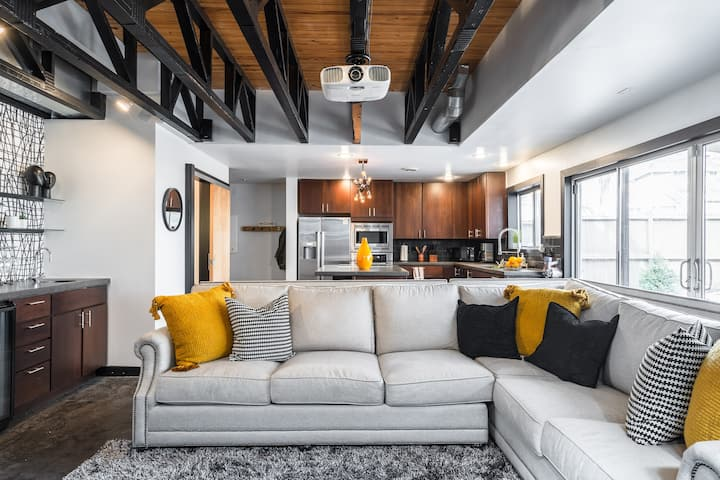 West Plaza | Fully Updated | Modern Loft  Home