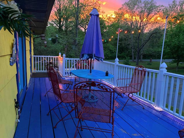 Vangogh Rm w/Private Entry from Deck @ Artist Home