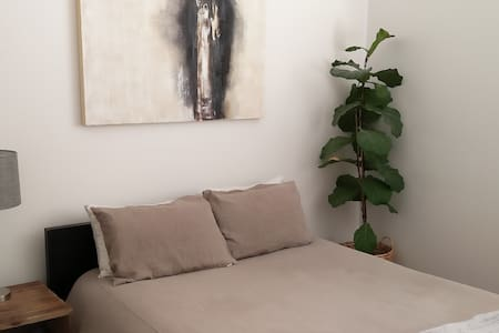 Walk Everywhere - 1bd Downtown Apartment - サンタバーバラ