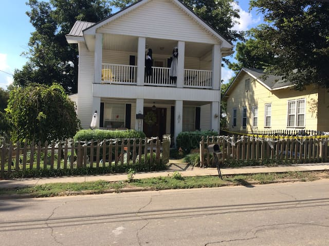 Large Victorian 4 bedroom 2 bath House - Paragould - Huis