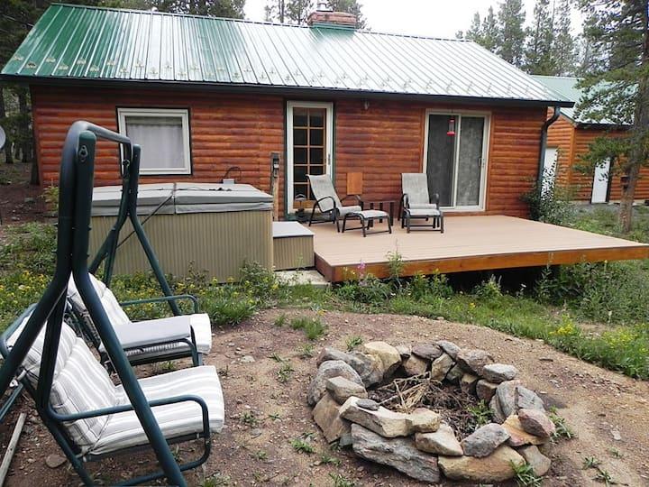 Bryant's Hideaway Cabin- Romantic Retreat
