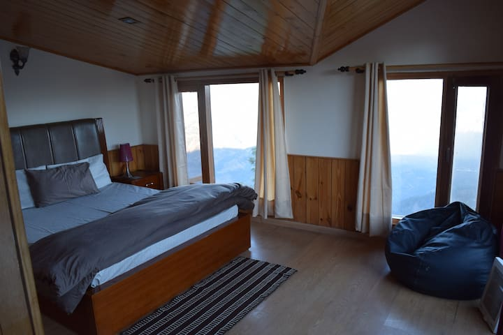 Cozy 2BHK Attic home: Amazing view Mashobra Shimla - Shimla - Byt