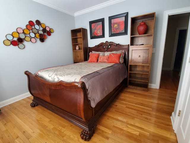 1rt bedroom photo 1