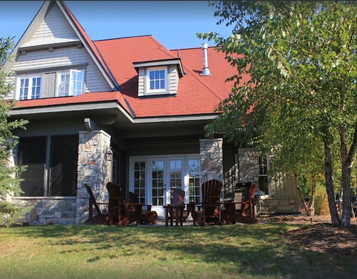 Luxury Cottage on Lake Joseph & world class golf