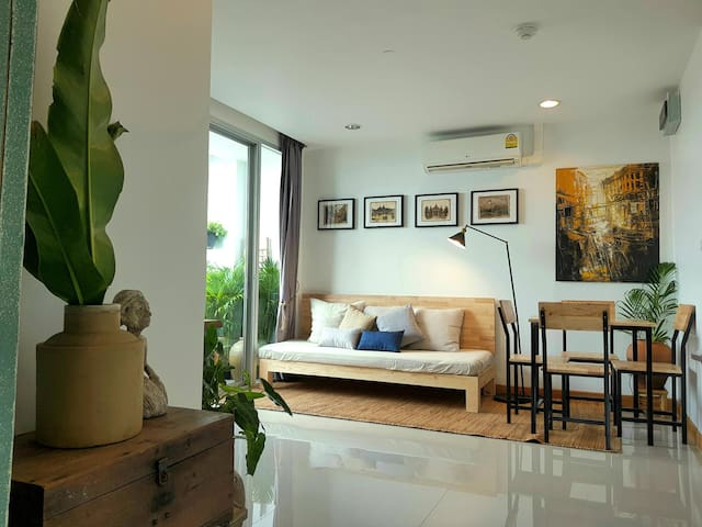 Cozy 2 bedrooms city/pool view with 2 balconies