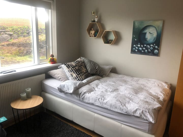 Private room in a modern apartment near Reykjavík
