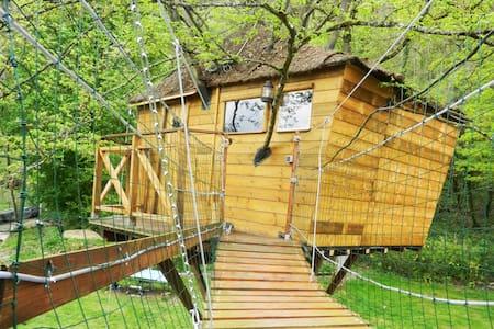 La cabane charmante de l'arbre - Chamigny - บ้านต้นไม้