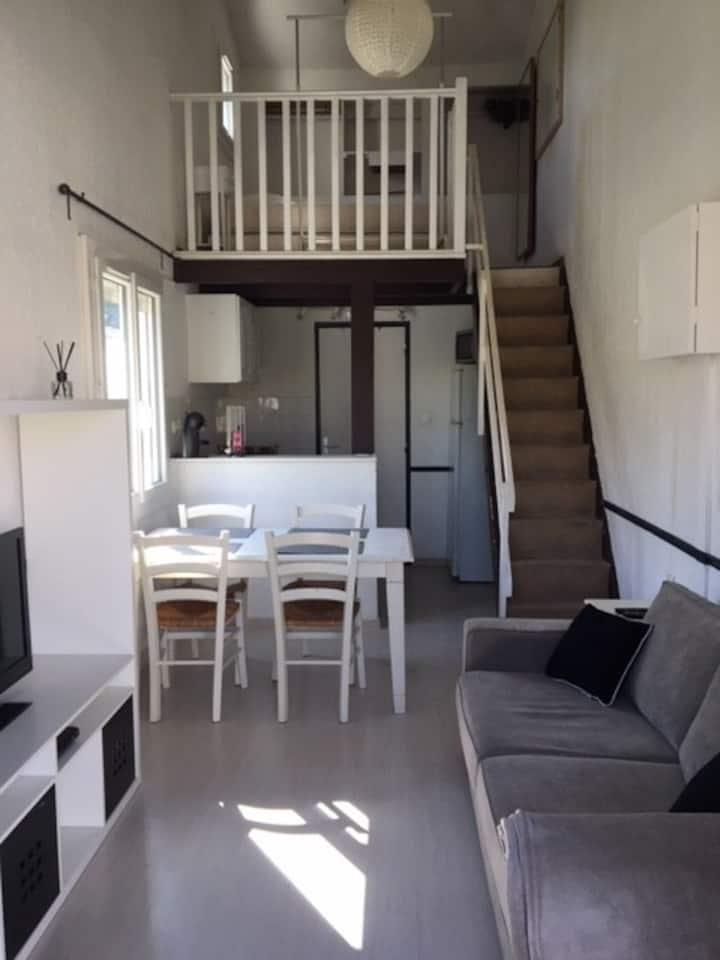 Charmant studio mezzanine avec jardin privé