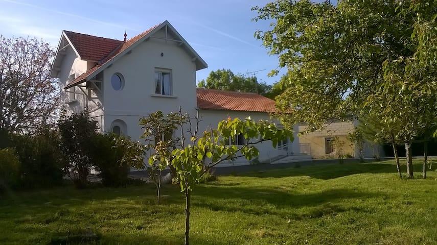 Maison à la campagne - Puyrolland - Casa