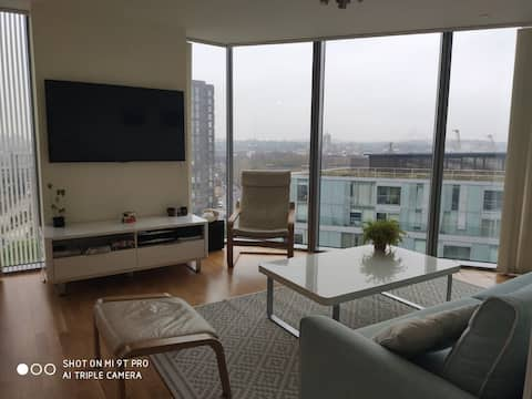 Bright 2-bedroom flat in Greenwich with rooftop