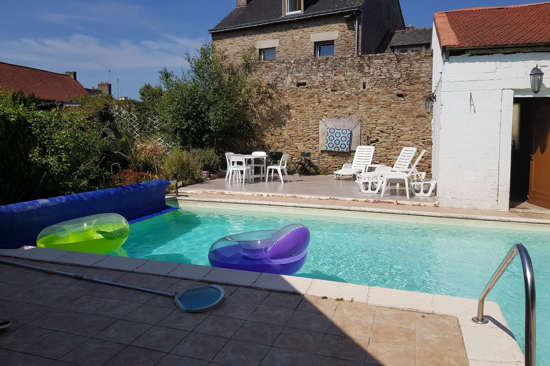La piscine à la quelle vous pourrez avoir accès lors de la saison estivale.