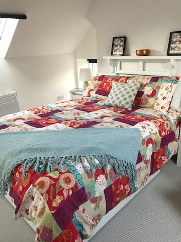 WELLINGTONS DOUBLE ROOM, BREAKFAST, CLOSE TO TOWN
