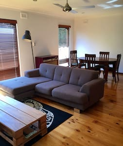 Relaxed summer living in self-contained unit - Port Noarlunga - Talo