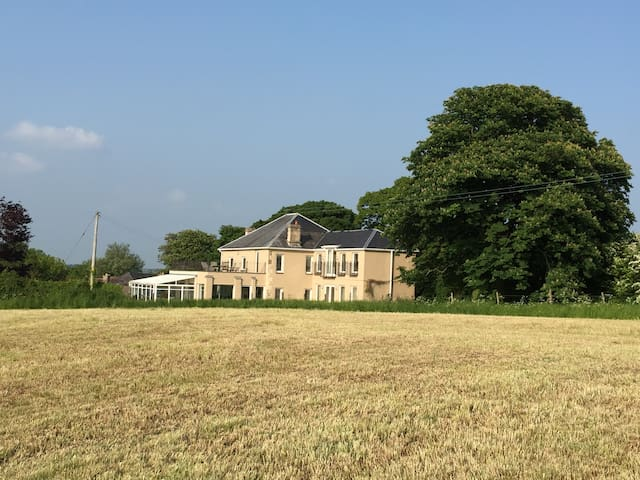 Ashton House,near to Bath,luxurious,stunning views - Cold Ashton - House