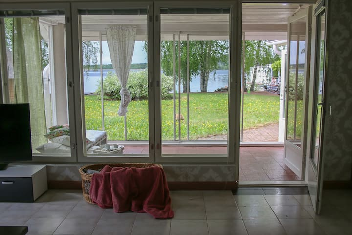 """Holiday house """"Lake Suite"""" -first line on the lake"""