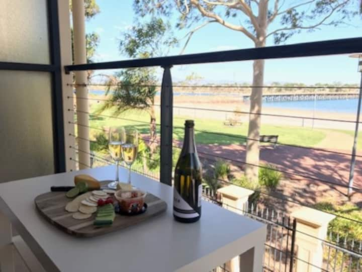 Pt Augusta West Townhouse, Sea View, Home Comforts